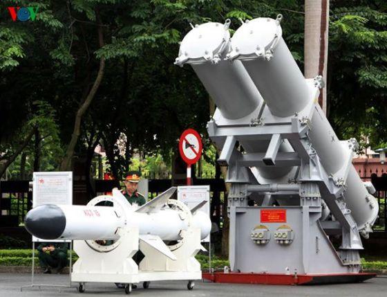 Макеты ракеты KCT 15