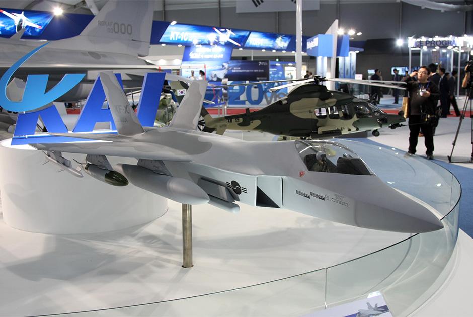 Модель истребителя KF-X.