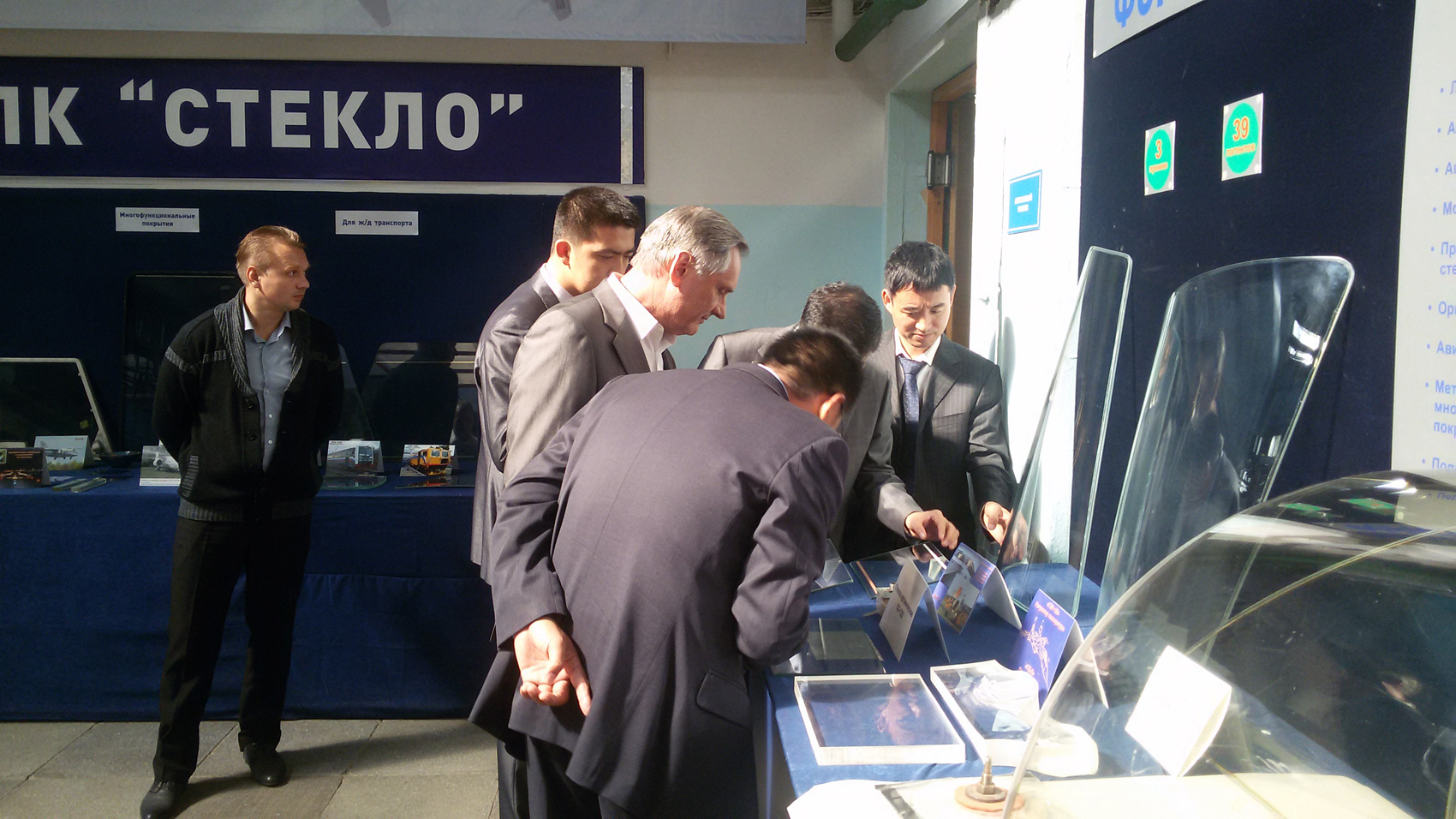 Китайские коллеги знакомятся с достижениями в области разработки и серийного производства изделий специального остекления в «РТ-Химкомпозит».