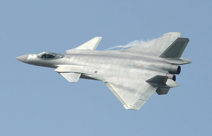 Китайский многоцелевой истребитель пятого поколения J-20.