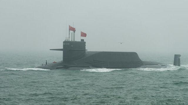 Китайская подводная лодка на военном параде в Циндао. 23 апреля 2019