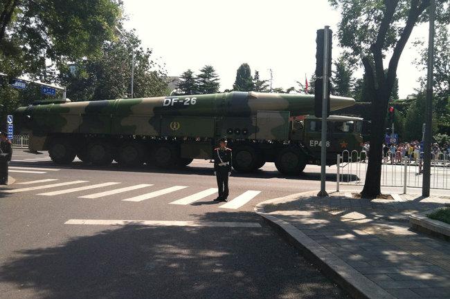 """Китайская ракета DF-26 - Dong Feng (""""Восточный ветер"""")."""