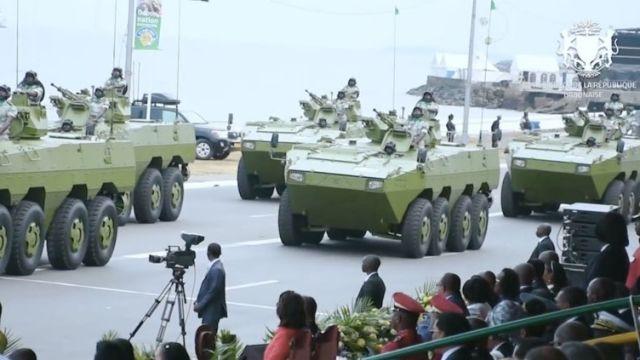 Китайские бронетранспортеры VN1 из состава бронетанковой группы быстрого реагирования Республиканской гвардии Габона военном параде в честь 59-летия независимости Габона. Либревиль, 17.08.2019