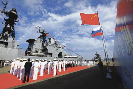 Китайские и российские моряки перед выходом на совместные учения в море.Фото с сайта news.cn
