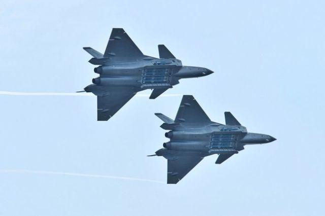 Китайские истребители пятого поколения J-20