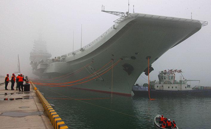 """Китайский авианосец """"Ляонин""""."""