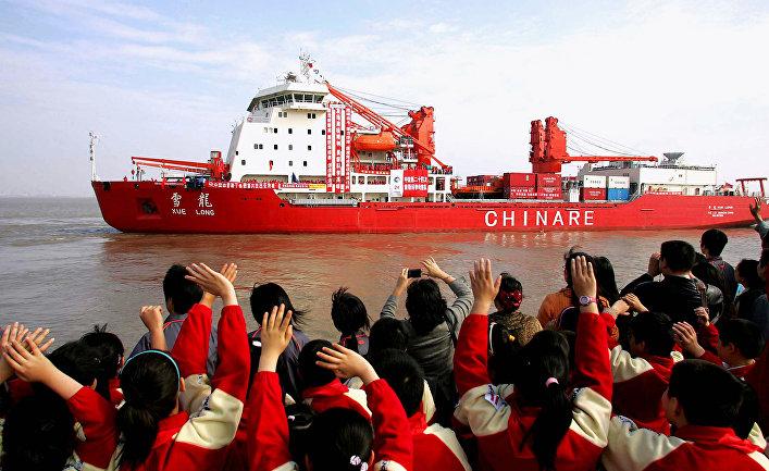 """Китайский ледокол """"Сюэ Лонг"""" в Шанхае."""
