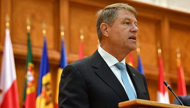 Президент Румынии Клаус Йоханнис выступает на Парламентской ассамблее НАТО в Бухаресте.