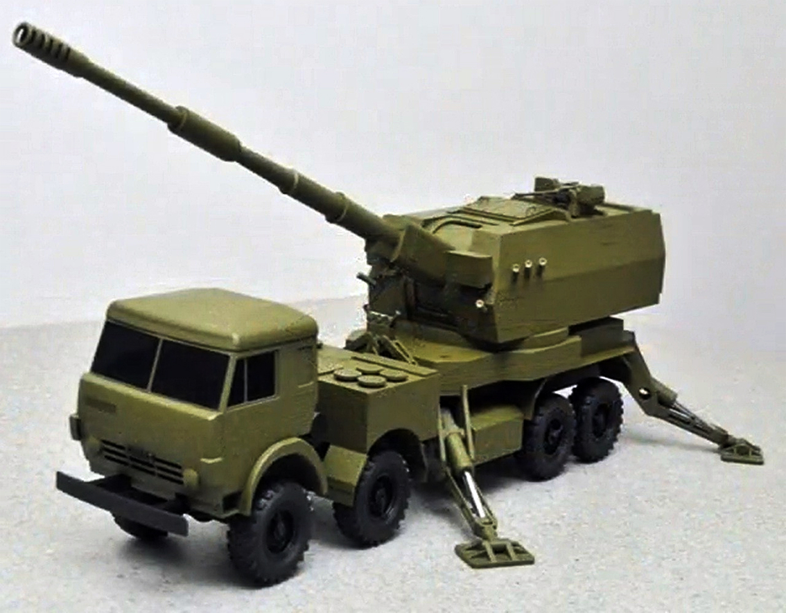 Модель российской самоходной гаубицы «Коалиция-СВ» на базе КамАЗа.