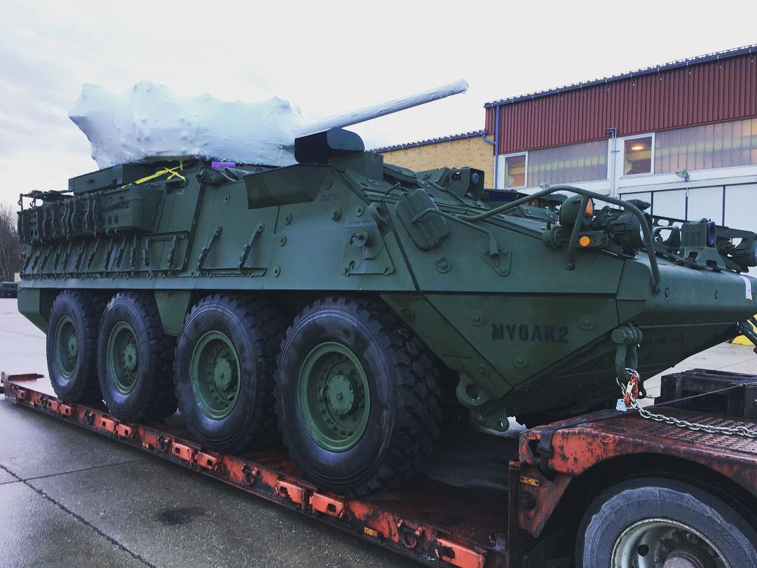 Первая полученная 2-м кавалерийским полком армии США колесная бронированная машина General Dynamics Stryker ХМ1296 Stryker ICV Dragoon (ICVD), оснащенная боевым модулем Kongsberg MCT-30 с 30-мм автоматической пушкой Orbital ATK XM813 Bushmaster. Фильсэкк (Германия), декабрь 2017 года.