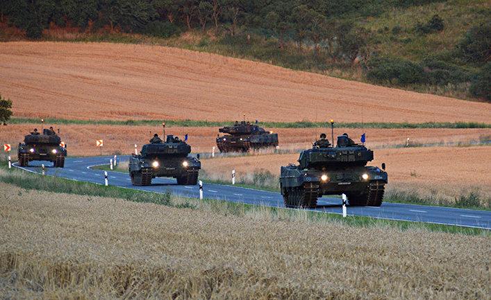"""Колона танков """"Леопард 2""""."""