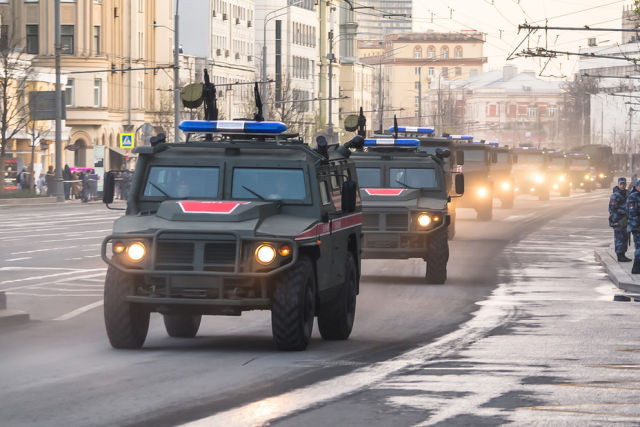 "Колонна техники Военной Полиции: бронеавтомобили ""Тигр"", ""Тайфун-К"", ""Тайфун-У"""