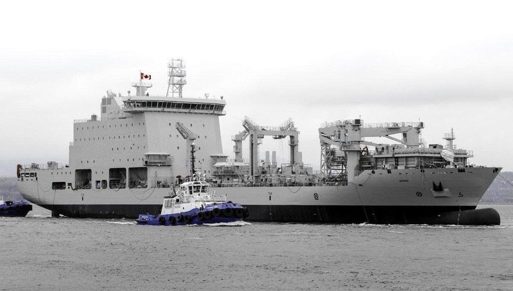 Коммерческое судно Asterix немецкой постройки, арендованное в рамках проекта Resolve ВМС Канады.
