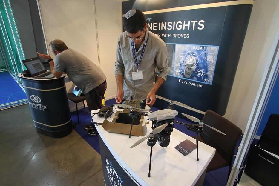 Компания Instant Eye Robotics, специализирующаяся на оказании услуг с использованием беспилотных авиационных систем, показала в качестве примера применяемых систем БЛА китайский DJI Mavic Pro. Ришон ле-Цион (Израиль), 18.09.2017.
