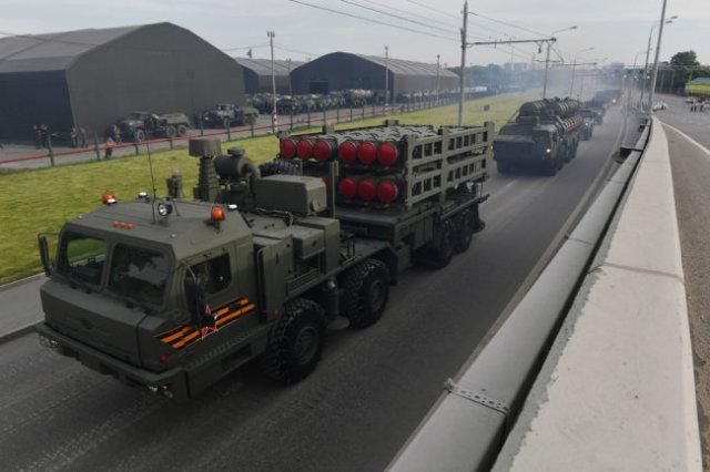 Комплекс С-350 может уничтожать цели на дальности более 120 километров и на высотах свыше 30 км.