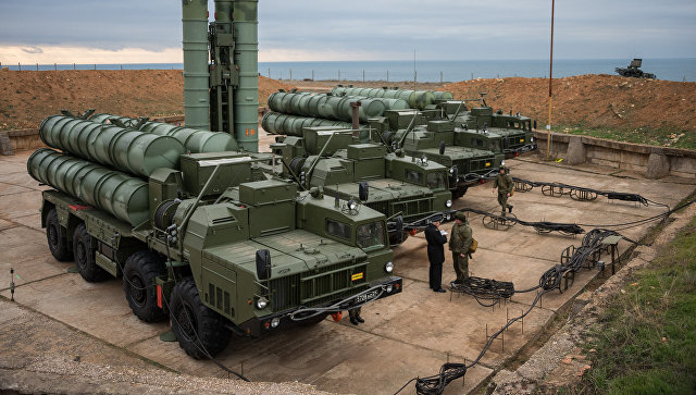 Комплекс ПВО С-400 Триумф заступил на охрану российских воздушных границ в Севастополе. 13 января 2017.
