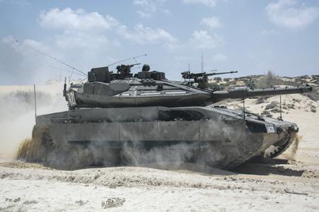 """Компоновка танка """"Меркава"""" обеспечивает надежную выживаемость экипажа."""
