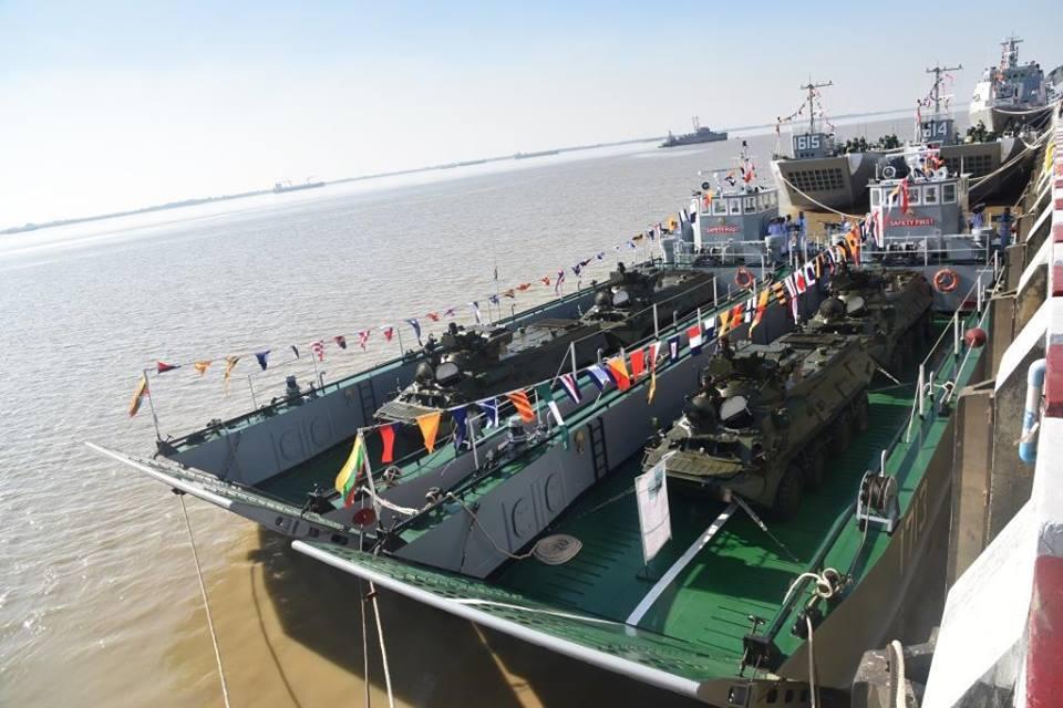 """Церемония ввода в состав ВМС Мьянмы головного патрульного корабля Inlay (бортовой номер """"54"""") национальной постройки, а также двух 56-метровых малых десантных кораблей и четырех десантных катеров. Янгон, 24.12.2017."""