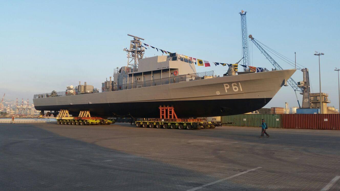 Построенный на израильском судостроительном предприятии Israel Shipyards для Командования ВМС Национальной гвардии Кипра головной малый патрульный корабль Р 61 проекта OPV 62 (Saar 62) перед спуском на воду. Хайфа, 11.09.2017.