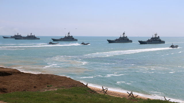 Корабли Черноморского флота во время масштабных учений войск Южного военного округа и ВДВ в Крыму