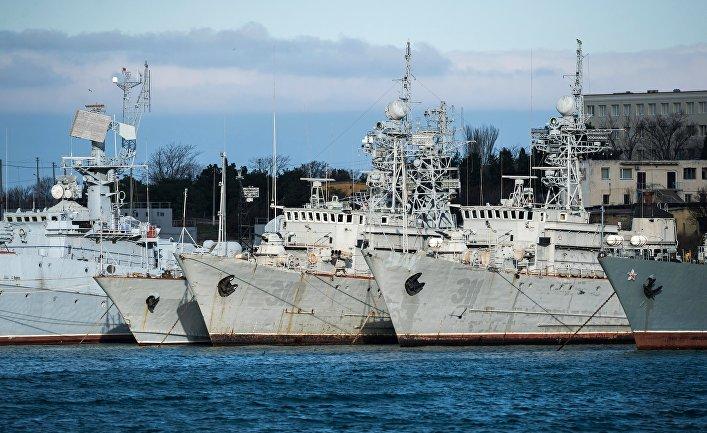 Корабли, которые ранее входили в состав военно-морских сил Украины, в бухте Севастополя. 13 января 2017.