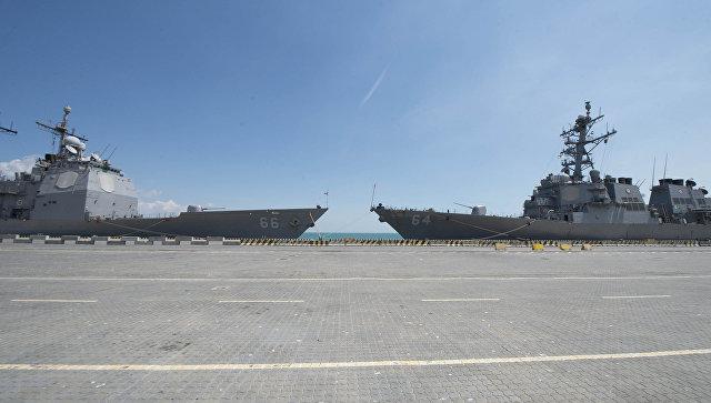 Корабли ВМС США USS Hue City и USS Carney. Архивное фото.