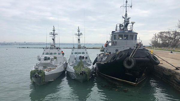 Корабли ВМС Украины, задержанные пограничной службой России за нарушение российской государственной границы, в порту Керчи