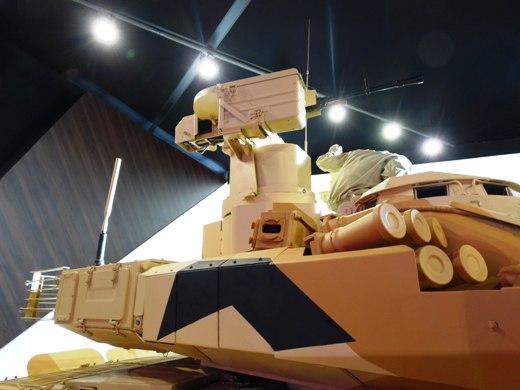 "Дистанционно-управляемая пулеметная установка с пулеметом ""Корд"" на танке Т-90МС."