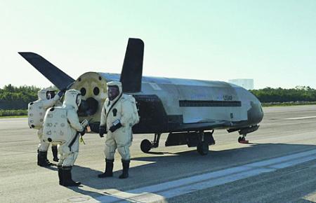 Космический челнок Х-37 выполняет секретные миссии на околоземной орбите. Фото с сайта www.dvidshub.net