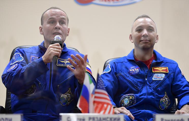 Космонавт Роскосмоса Сергей Рязанский и астронавт NASA Рэндолф Брезник.