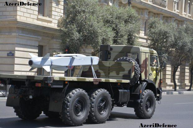 Продемонстрированная на репетиции военного парада в Баку турецкая авиационная оперативно-тактическая крылатая ракета SOM (в исполнении SOM-B1), 24.06.2018.