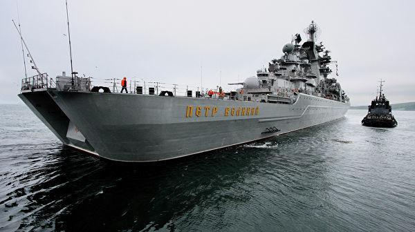 "Крейсер ""Петр Великий"" в водах залива Стрелок. Архивное фото"