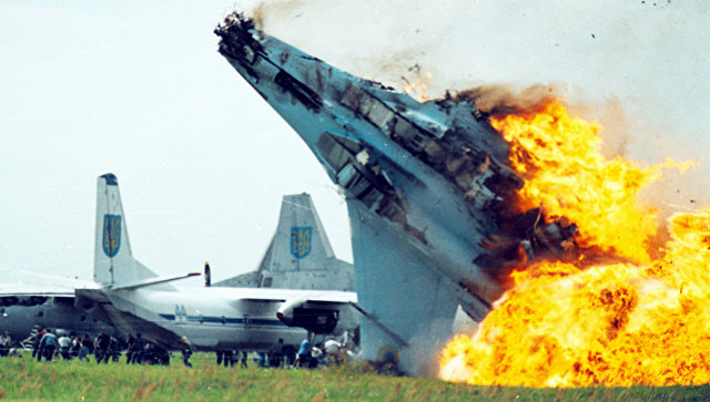 Крушение истребителя Су-27 ВВС Украины в аэропорту Львова в Скнилове. 27 июля 2002.