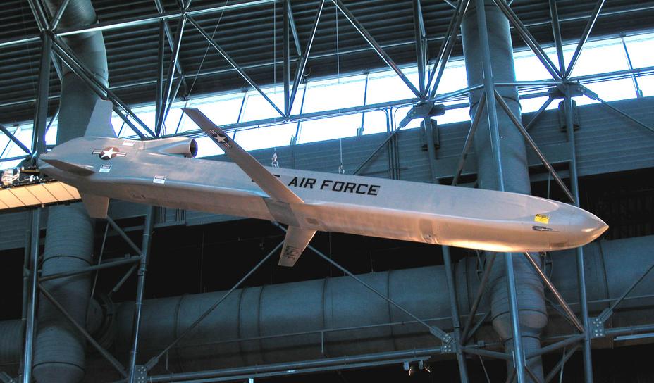Крылатая ракета AGM-86B, способная нести ядерную боеголовку.