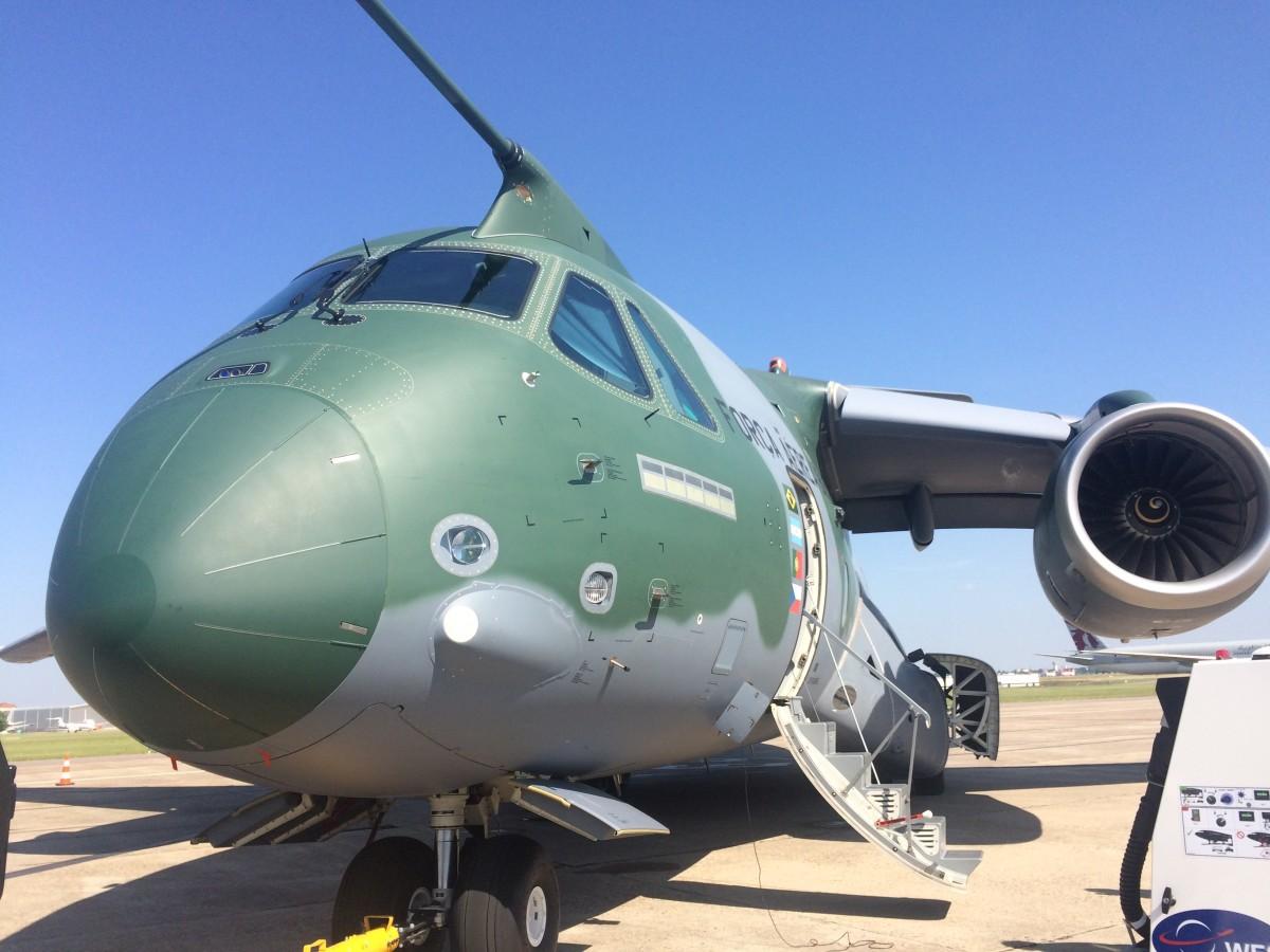 Бразильский военно-траспортный самолет КС-390 на ывставке в Ле Бурже, июнь 2017.