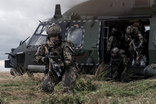 KSK Германии отрабатывает освобождение заложников