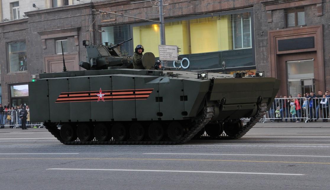 Курганец-25 защищенный бронеструктурами из отечественных компонентов на<br>репетиции парада Победы в Москве (Фото: «НИИ стали»).