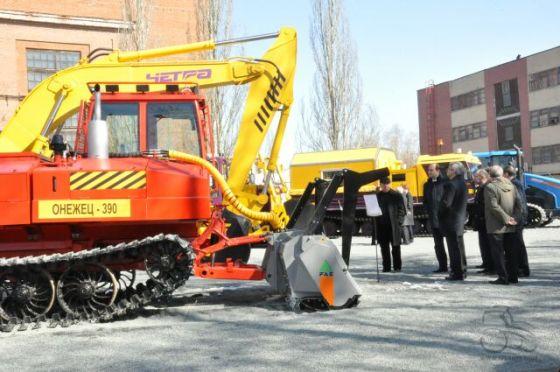 Олегу Бочкареву продемонстрировали гражданскую продукцию «Тракторных заводов»