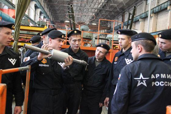 Курсанты Омского филиала ВАМТО на Курганмашзаводе