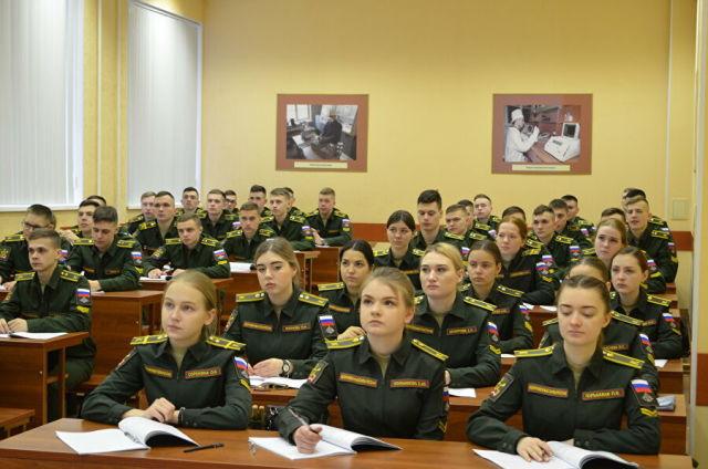 Курсанты Военной академии РХБЗ во время занятия