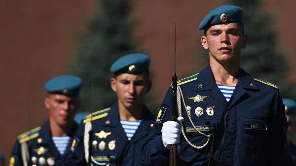 Курсанты Рязанского высшего воздушно-десантного командного училища имени генерала армии В. Ф. Маргелова