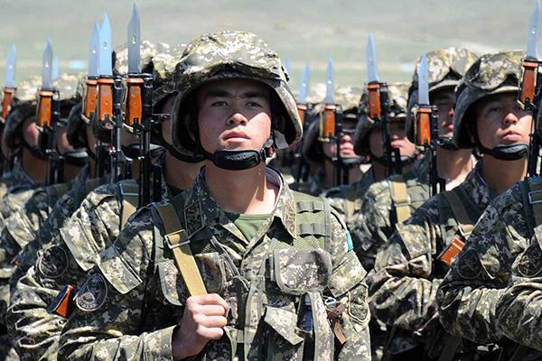 Военнослужащие армии Казахстана.