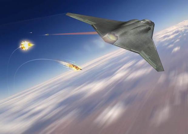 Истребитель шестого поколения ведет лазерный обстрел целей.