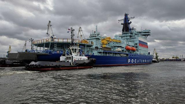 """Ледокол """"Арктика"""" отправляется на ледовые испытания из порта Санкт-Петербурга"""