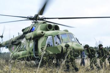 Легендарный Ми-8 остается основой нашей армейской авиации. Фото с сайта www.mil.ru