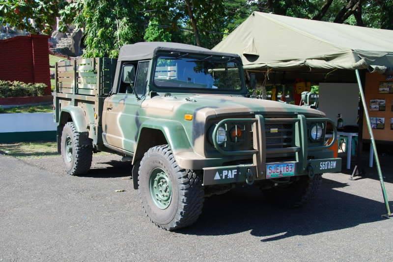 Легкий военный грузовой автомобиль KIA KM450 грузоподъемностью 1,25 тонны ВВС Филиппин. 2014 год.