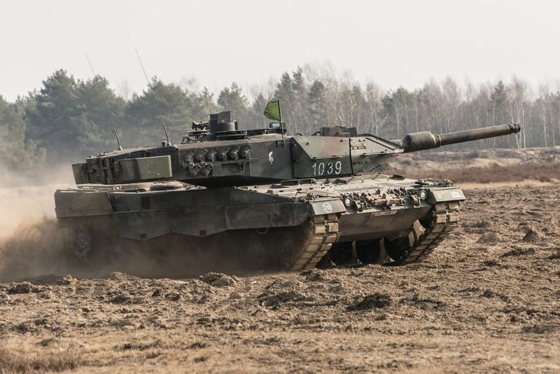 Танк Leopard 2A5 из состава 34-й бронекавалерийской бригады 11-й Любской бронекавалерийской дивизии Войска Польского. Жагань, 23.02.2015.
