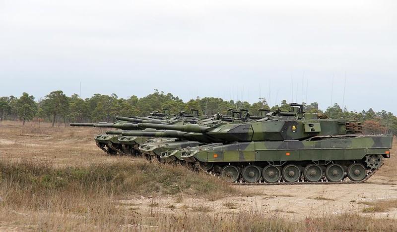 Танки Strv 122А (Leopard 2S) шведской армии во время учений на Готланде, ноябрь 2015 года.
