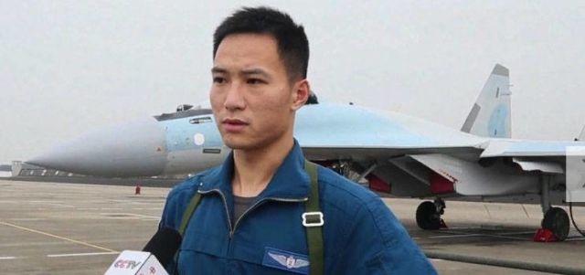 Летчик ВВС НОАК на фоне Су-35