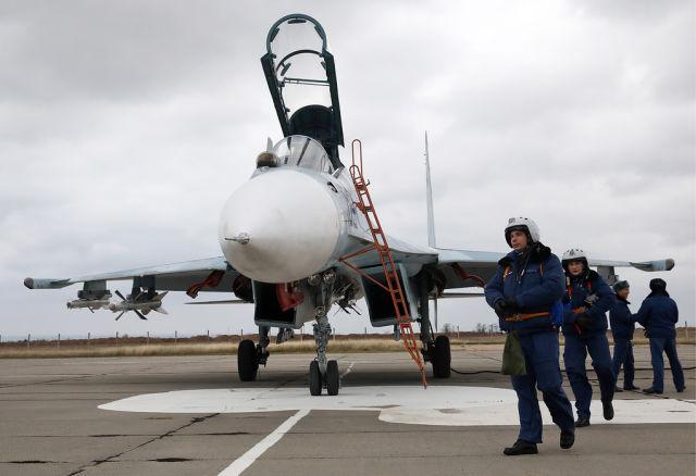 Летчики истребителя Су-30М2